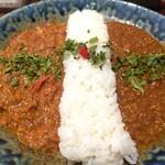 麻布十番 薬膳カレー 新海 - ■2種の合いがけ薬膳カレー   (鶏と生姜の煮込み、豚挽肉と唐辛子)