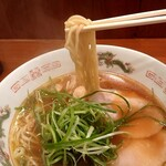 155563826 - 麺は適度なコシがあるストレート麺