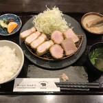 155577969 - あじ豚ロースとヘレのあいもり定食。