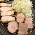155577972 - お肉はしっとり柔らか。                       お塩をつけて、甘みを感じながら頂きました。