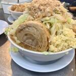 まる重 - 料理写真:濃厚豊潤とんこつラーメン、野菜増しまし、ニンニクがっつり