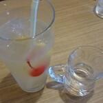 ワールドコーヒー - ドリンク写真:レモンスカッシュ