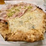 ピッツェリア・アッソ・ダ・ヤマグチ - 弾力と伸びのよいチーズ クセと苦みが強いゴルゴンゾーラ 惜しみなくたっぷり