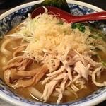 糀や - 麺はうどん、スープはラーメンという一風かわった一杯。これがあう!
