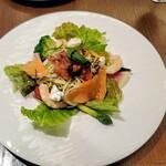 Restaurant Raphael - スモークサーモンとカッテージチーズの冷製バジルパスタ全景