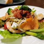 Restaurant Raphael - 横から スモークサーモンとカッテージチーズの冷製バジルパスタ