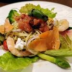 Restaurant Raphael - スモークサーモンとカッテージチーズの冷製バジルパスタ
