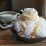 ni:no - 料理写真:桃のかき氷 トッピングバニラソフトクリーム☆