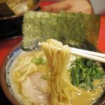 丸子家 - 豚骨醤油ラーメン 麺リフト