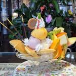 喫茶ツヅキ - ホットケーキパフェ…1290円(税込)