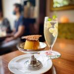 Huit - 奥久慈卵のプリン(470円) パインビネガーソーダ(690円)