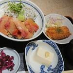 魚金醸造 - 1番人気! 鰤しらす丼定食