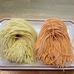 蔵仕込味噌らぁめん 味噌の巽や - 博多麺あります♪《左:白玉・右:赤玉》