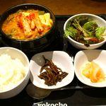 リーフキッチン - LeAF KITCHEN @大手町 iiyo!! あさりスンドゥブチゲ定食 880円 + トッピングキムチ 120円