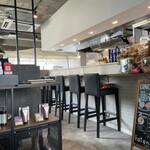 CAFE&DINER kotonoha - 内観 カウンター席(ソファ席は、テーブル席もあり)