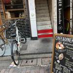 CAFE&DINER kotonoha - 店頭メニュー看板と入口