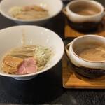 155637825 -  白つけ麺 極太麺 900円