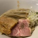 155637832 -  白つけ麺 極太麺 900円 (冷盛)