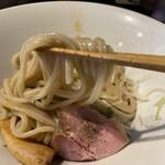 155637834 -  白つけ麺 極太麺 900円 (冷盛 リフト)