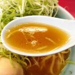 155639791 - ワカメラーメン(ネギ増、味玉トッピング)、スープ