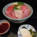 お食事処 魚がしおき - ランチのまぐろとぶり丼¥500