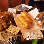 桟歩道 - 所狭しとパンが