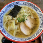 ラーメン厨房 ぽれぽれ - 料理写真:「自家製ワンタンメン(しょうゆ)」880円