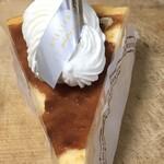 ラトリエヒロワキサカ - 料理写真:バスクチーズケーキ