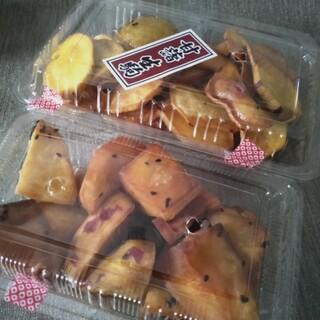 甘藷生駒 - 料理写真:手前は大学いも(小)400円、奥はうす切り(小)300円