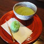 さかい家 - 抹茶と和菓子(682円)