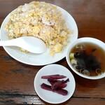 桃花苑 - 料理写真:えびチャーハン(880円也)  フォロワーさんの写真が美味しそう!だったのでつい注文‥