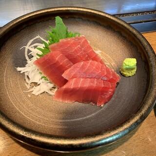 たこ・牡蠣はもちろん、マグロ刺しやボタン海老など海鮮も充実!