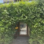 トラットリア モリタ - 雰囲気抜群の入口