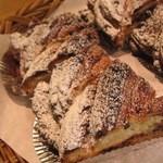 ベーカリー MIKI - パンのデザインが美しい