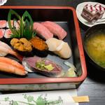 庄泉 - 料理写真:特上寿司 お椀とデザート付き
