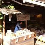 15571855 - 入り口ではできたての豆を試食販売