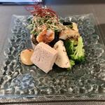 創作串の店 りんどう - 料理写真:前菜(鯖のムース、ブロッコリーと長芋のナムル、帆立 湯葉巻き、五穀米 茄子 海老)