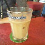 ジ アース カフェ - アイスコーヒー(セットに+\200) 何故かヒューガルデングラス。そっち飲みたい。