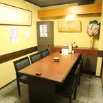 牛タン焼専門店 司 - プライベートなテーブル席。