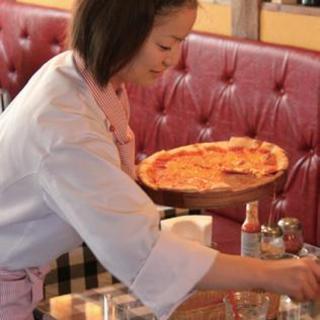 食べ放題ランチ<アツアツ焼きたてピザをお席までお届け!>