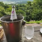 檪の丘 - 炭酸水は最近人気のイタリアの天然「スルジーヴァ」です