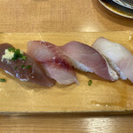地魚回転寿司 丸藤 - 地魚食べ比べ