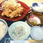魚金醸造 - しっかり味付けした鶏の唐揚げ定食。