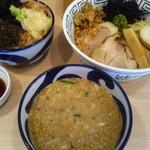 155776970 - 濃ゆい煮干しのピリ辛冷し胡麻つけ麺&にぼるのわさび丼