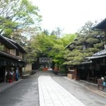 一文字屋和輔 - 店の前の通り