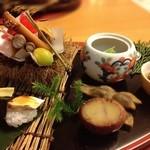 15580150 - 前菜。松茸の鮨が印象的。