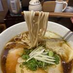 麺処 天川 - 麺は平打ち麺