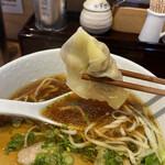 麺処 天川 - ワンタンは八角の味が強い中華風