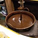 155814996 - カウンター内のカレー鍋