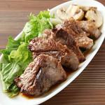 IBIZAバル - 三崎鮪のホホ肉のサイコロステーキ♪とろけます